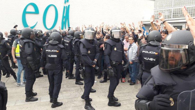 Imatge de la càrrega policial a l'EOI de Lleida