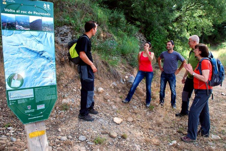 Representants de Cases de Turisme Rural del Pallars Jussà fent una de les rutes que oferiran als clients