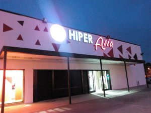 Façana del nou Hiper Asia de Lleida.