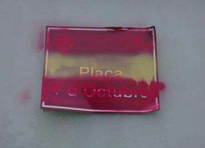 La bandera espanyola va aparèixer pintada sobre la placa de l'1-O a Cappont, a Lleida.