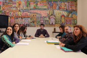 L'alcalde de la Seu d'Urgell, Albert Batalla, amb els responsables de la Comissió de Suport a l'Escola Catalana