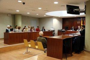 Vista general del primer dia de judici a l'Audiència de Lleida a l'acusat de matar d'un tret a un veí de Santa Maria de Montmagastrell.