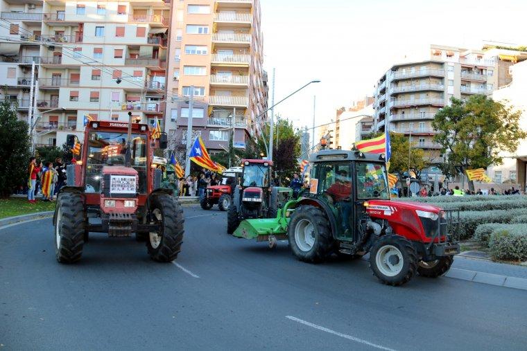 Desenes de tractors han format part de la manifestació a Lleida