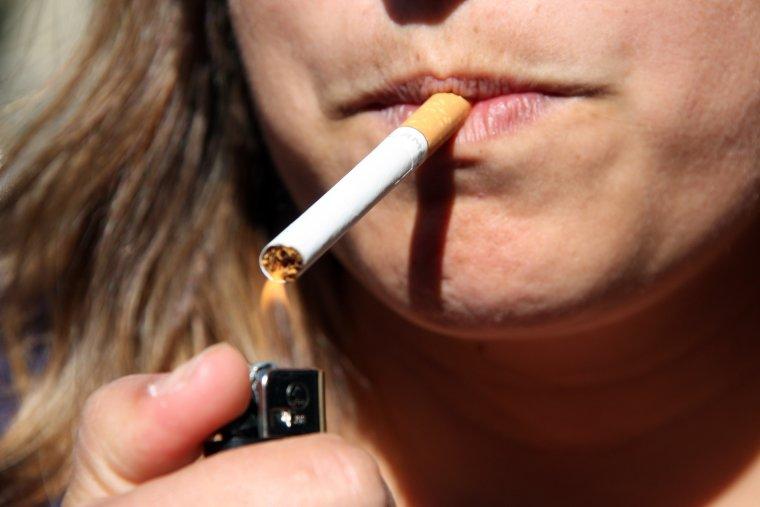 Els fumadors són un dels grups amb risc de patir un càncer oral