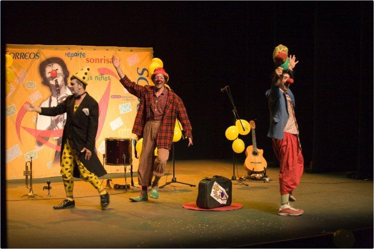 Imatge d'arxiu d'una actuació de Pallassos sense Fronteres