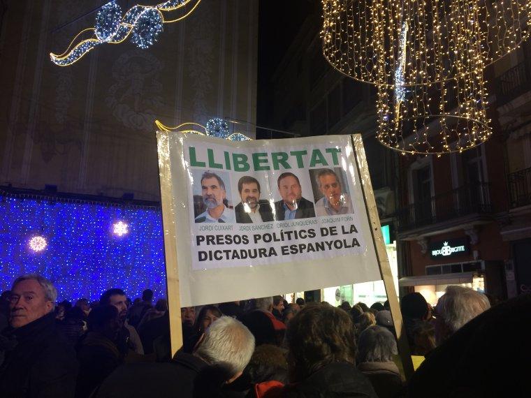 Els manifestants demanen la llibertat dels polítics