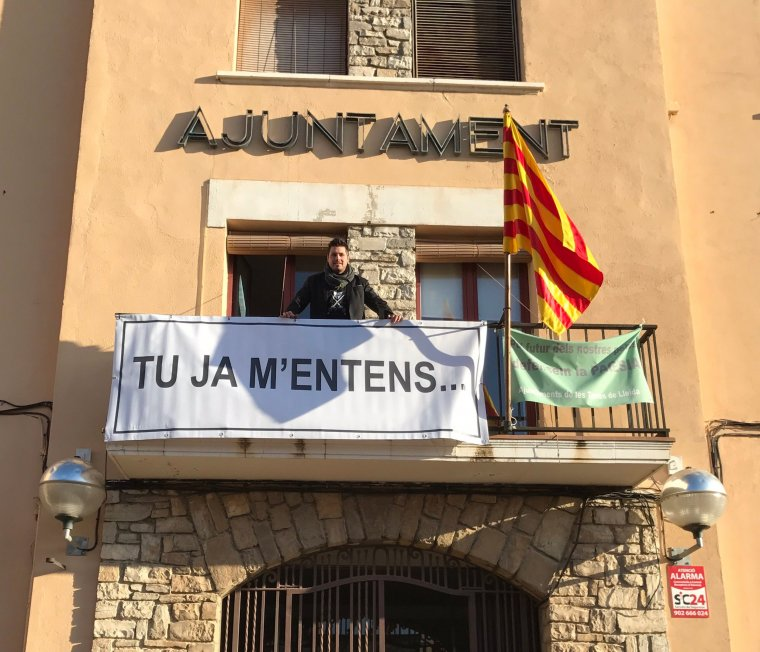 L'AJuntament de la Fuliola canvia la pancarta de «Llibertat presos polítics» per la de «Tu ja m'entens».