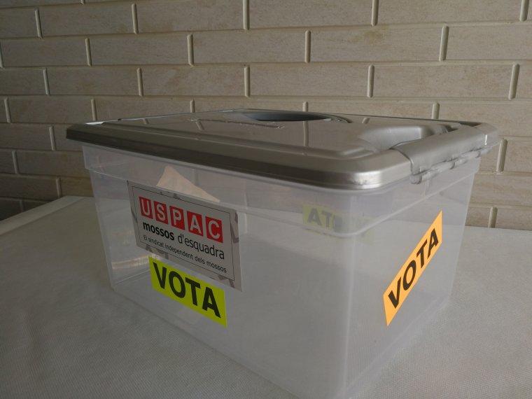Instal·laran una urna per demanar que els agents votin el canvi d'horari