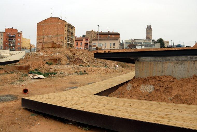 La zona del Call Jueu de Lleida, amb l'edifici que s'ha s'enderrocarà, al fons