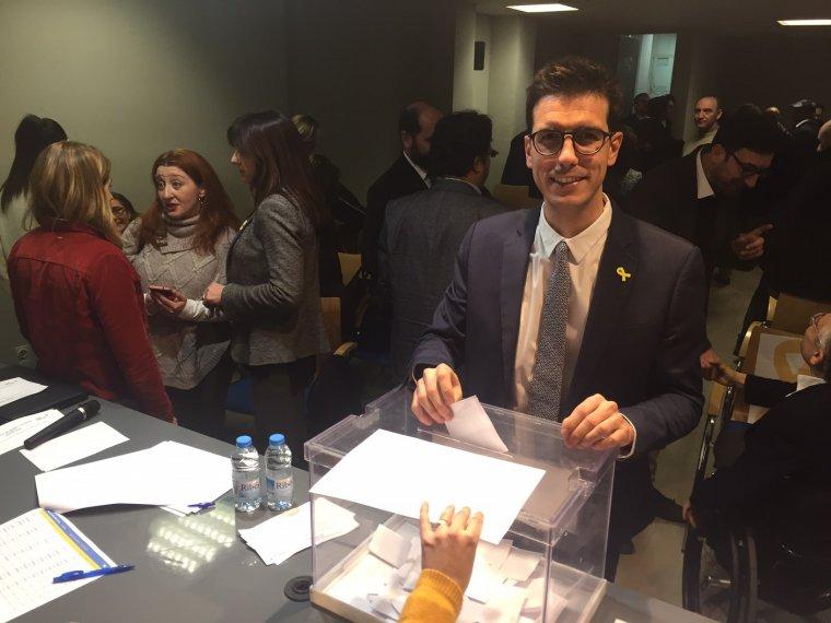 El cap de llista del PDeCAT a les municipals del 2019 a la ciutat de Lleida, Toni Postius, votant en l'assemblea local del partit en la qual va ser ratificat com a candidat