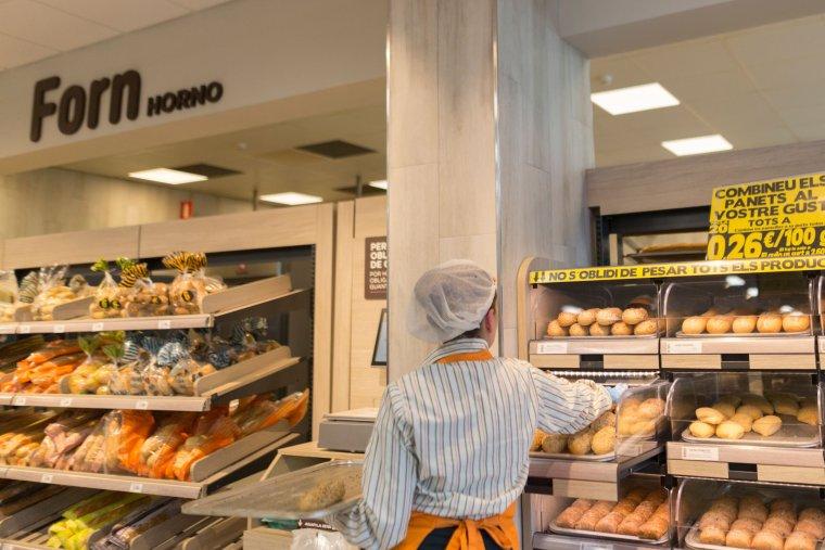 La botiga també ha renovat la secció del pa