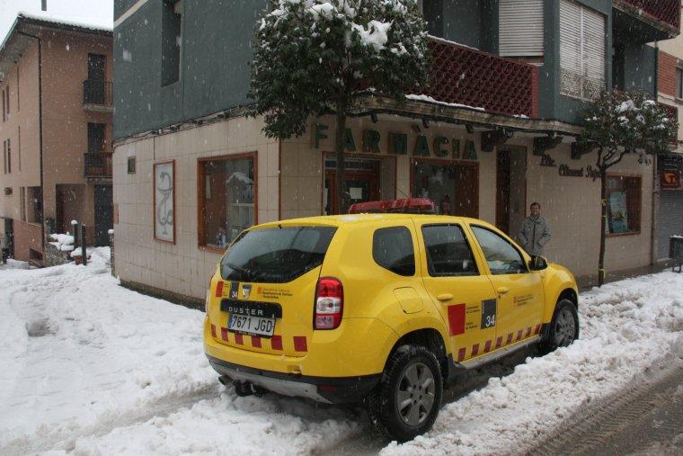 La farmàcia de Coll de Nargó, un dels establiments que s'ha quedat sense llum de matinada per la nevada