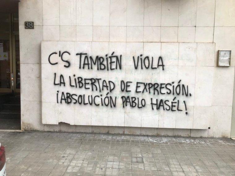 Pintades de la seu de Ciutadans a Lleida.
