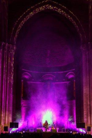 Gran pla general de l'altar de la Seu Vella de Lleida durant el concert del guitarrista Estas Tonne que ha tancat la 12a edició del MUD