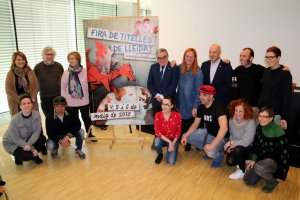 Imatge d'autoritats, responsables i companyies participants a la 29a Fira de Titelles de Lleida
