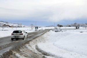 La carretera que creua Collsuspina (Moianès). La via no ha quedat afectada per la neu que ha caigut de matinada
