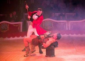 Les acrobàcies i l'humor es fusionen al circ Raluy