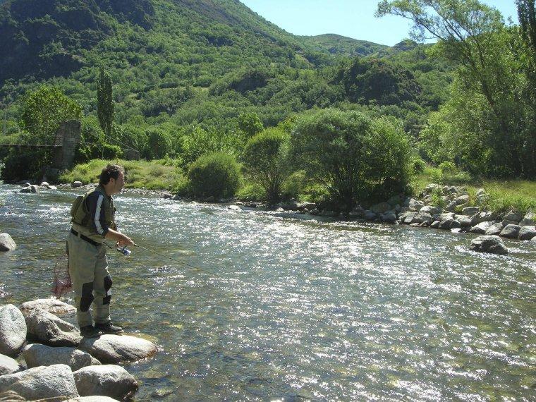 Arxiu d'un pescador en un riu del Pallars.