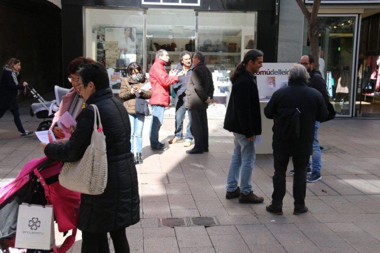 El Comú de Lleida ha explicat els problemes que hi ha amb l'aigua aquest dijous a l'Eix Comercial