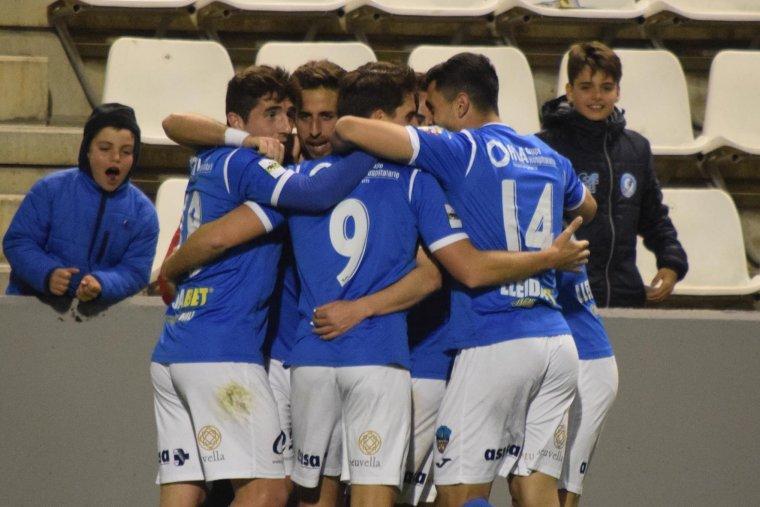 Els jugadors del Lleida Esportiu celebrant el gol davant l'Ebro