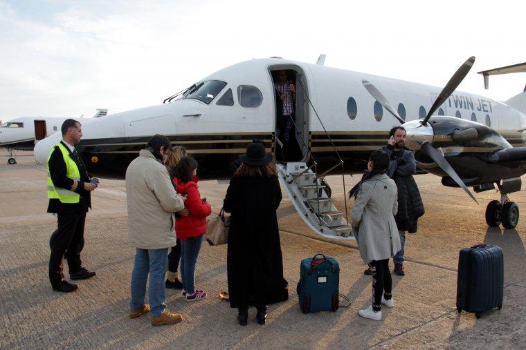 Els passatges del vol entre Madrid i La Seu d'Urgell, a l'aeroport de Girona-Costa Brava.