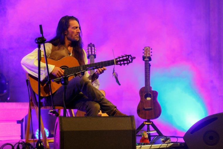 Estas Tonne, durant el concert a la Seu Vella de Lleida que ha tancat la 12a edició del MUD