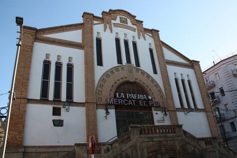 Exterior de l'edifici del Mercat del Pla de Lleida.