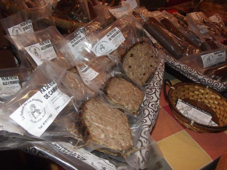 Imatge d'alguns dels productes que ven Lo Rebost de la Padrina