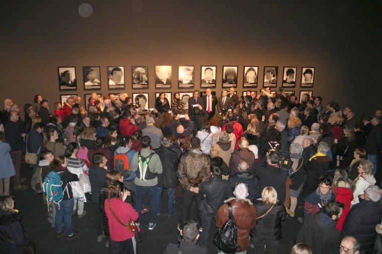 La inauguració de l'obra retirada d'ARCO ha despertat molt d'interés.