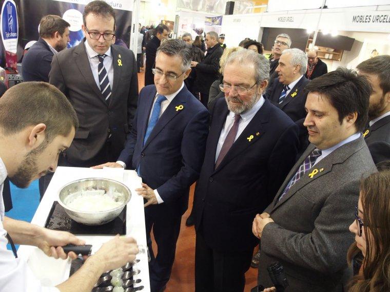 L'eurodiputat Ramon Tremosa, amb l'alcalde de Mollerussa, Marc Solsona, el president de la Diputació de Lleida, Joan Reñé, i el director de Fira de Mollerussa, Poldo Segarra