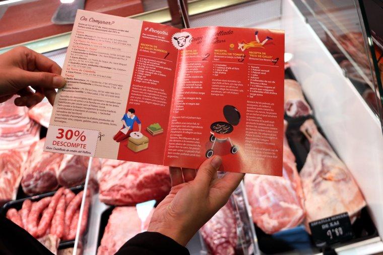 Un fulletó que informa del descompte a la carn de corder del 30%