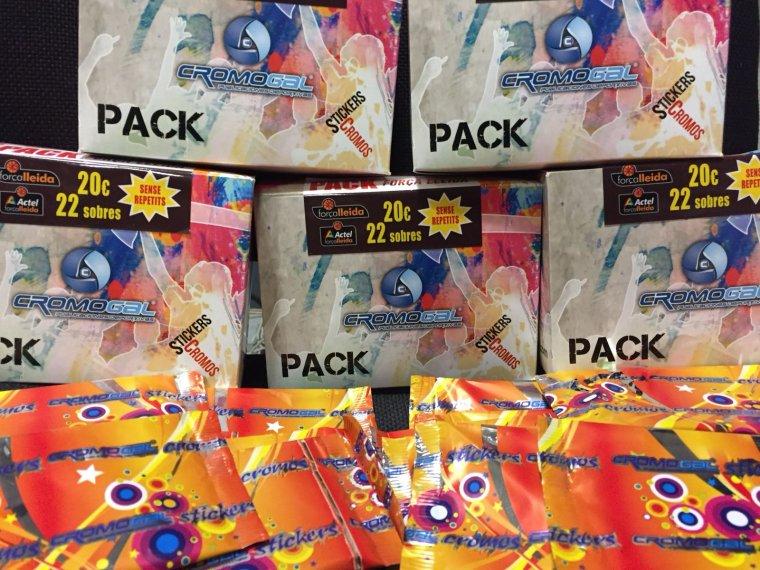 Un pack de l'àlbum del Força Lleida