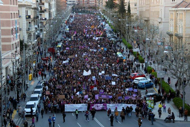Vista general de la manifestació del 8 de març a Lleida.