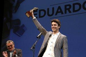 Eduardo Noriega recollint el premi d'Honor de la Mostra de Cinema Llatinoamericà de Catalunya.