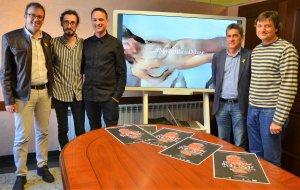 Pla obert on es pot veure als artistes mollerussencs Marc Marzenit i Albert Barqué durant la presentació