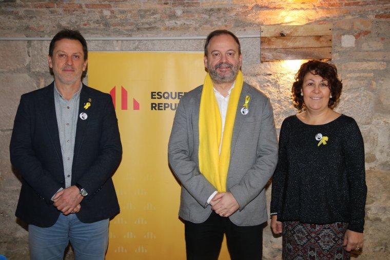 El president del grup d'ERC a la Paeria de Lleida, Carles Vega, amb els regidors Núria Marín i Josep Maria Baiget