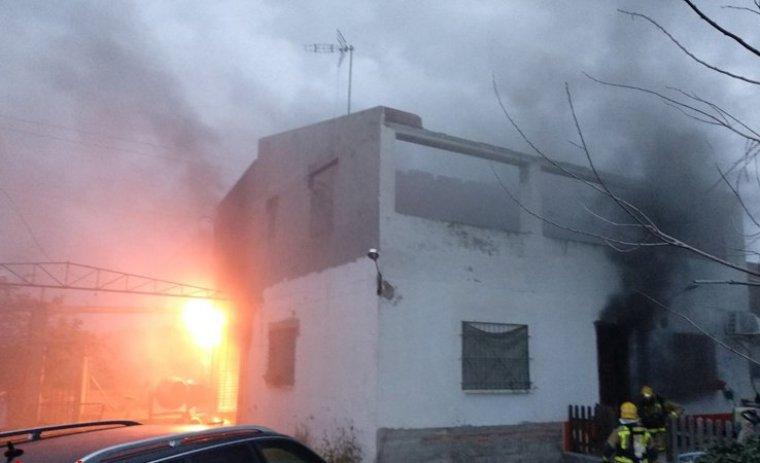 Les flames han afectat vàries plantes de la vivenda.