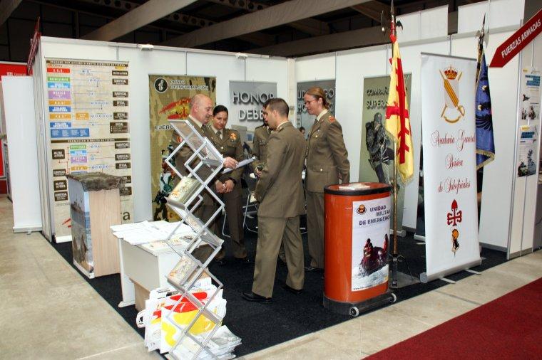 L'estand de l'exèrcit a la Fira de Formació i Treball de Lleida