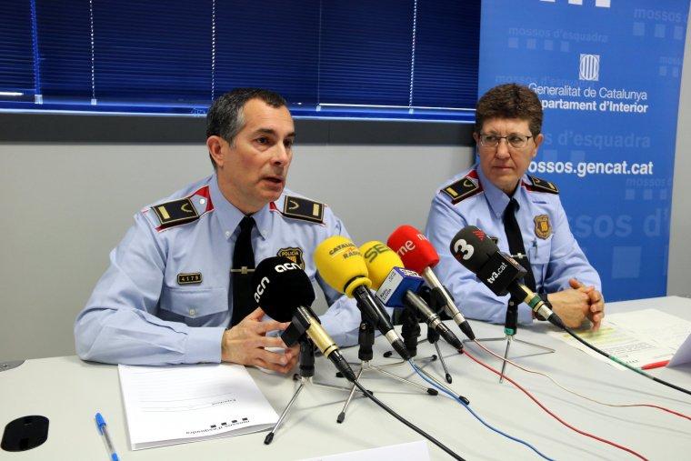 Pla mig de l'inspector Xavier Ribelles, cap de l'Àrea Bàsica Policial Segrià, amb la inspectora Antònia Bardina