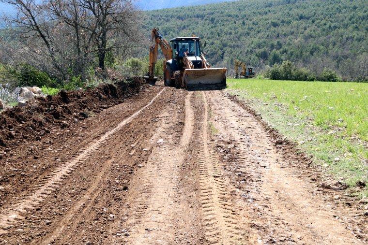 Primer pal de la pista forestal que s'està habilitant per accedir al poble de Moror
