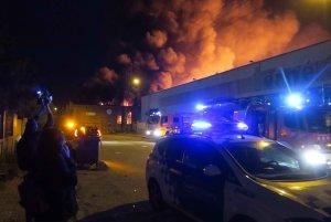 Aparatós incendi al Polígon Industrial El Segre.