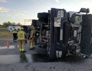 Els Bombers treballant en l'accident