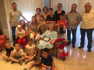 Imatge de la Dolores amb la seva família