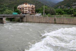 Imatge del riu Noguera Pallaresa al seu pas per Sort, al Pallars Sobirà