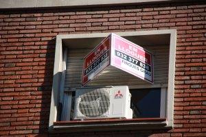 Imatge d'un rètol d'un pis en lloguer a la ciutat de Barcelona