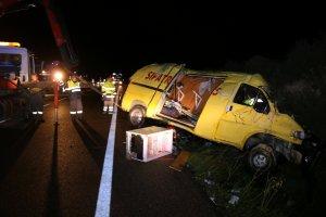 La furgoneta va envair el carril contrari i va provocar la mort de dos persones.
