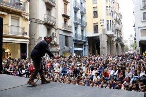 La Plaça de la Paeria de Lleida s'ha omplert de gom a gom.