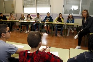 Pla mig on es pot veure un moment del taller d'emprenedoria social a una classe d'alumnes de 4rt d'ESO de l'Institut Manuel de Pedrolo de Tàrrega