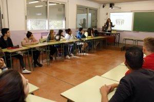 Pla obert on es pot veure un moment del taller d'emprenedoria social a una classe d'alumnes de 4rt d'ESO de l'Institut Manuel de Pedrolo de Tàrrega