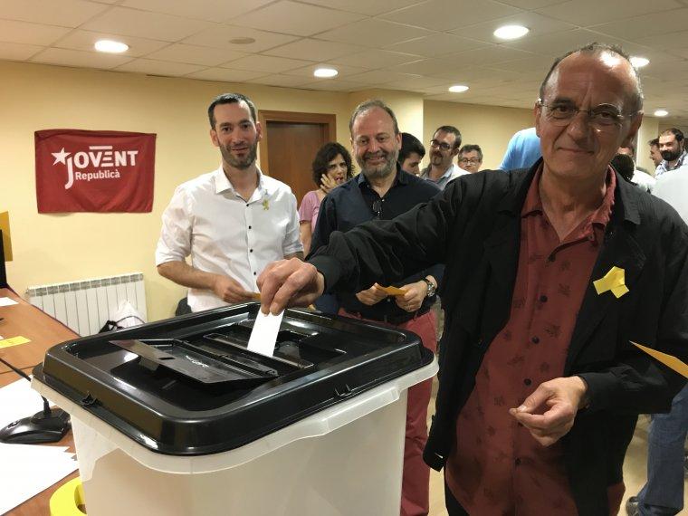 El candidat a la Paeria per ERC, Miquel Pueyo vota en l'assemblea
